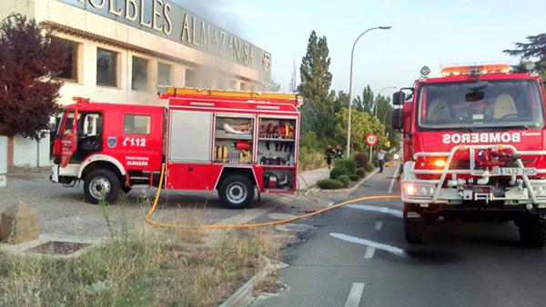 Un incendio calcina una ex f brica de muebles de almaz n - Muebles en almazan ...