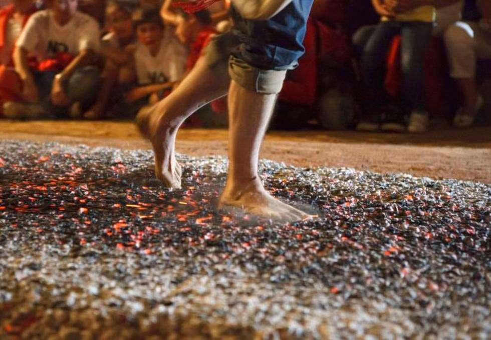 Resultado de imagen de Paso del Fuego y Fiesta de las Móndidas