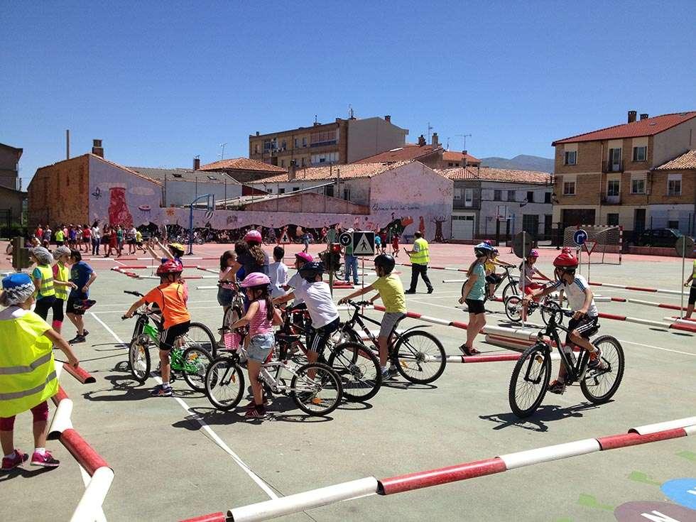Un parque infantil cierra el camino escolar seguro en lvega - Jefatura provincial de trafico madrid ...