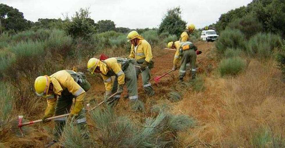 """La Guardia Civil para a un forestal por """"ir rápido"""" a apagar un fuego"""