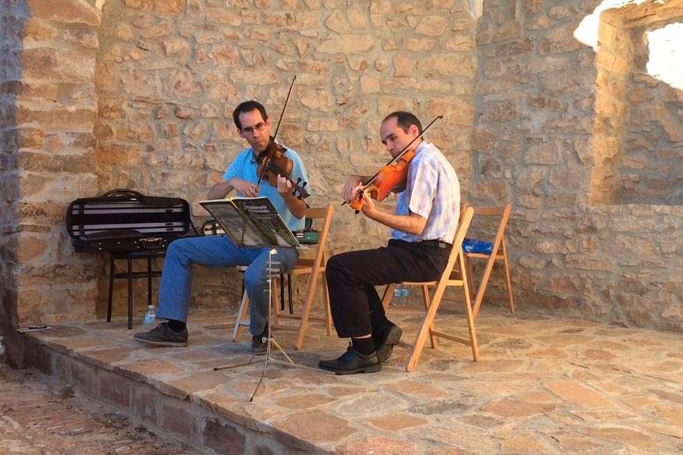 """""""Voces y violines"""" para inaugurar un espacio cultural en Carrascosa de la Sierra"""