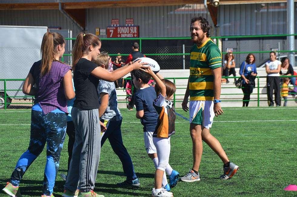 Los niños se acercan al rugby con la escuela Trebia