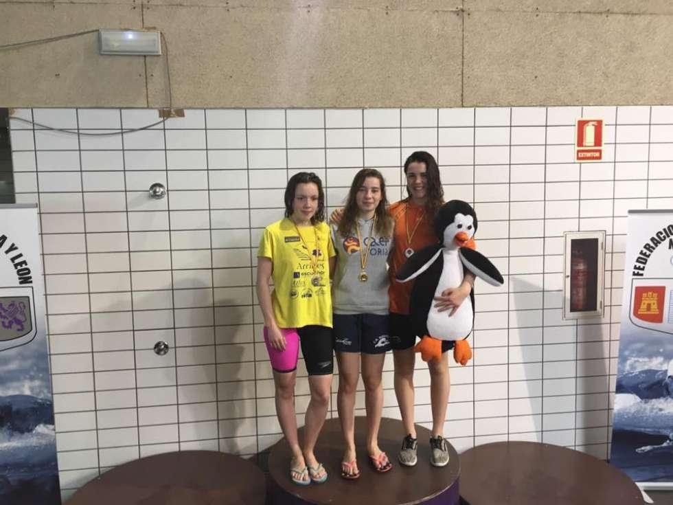 Cuatro medallas balance final de la nataci n soriana en for Piscina rio esgueva