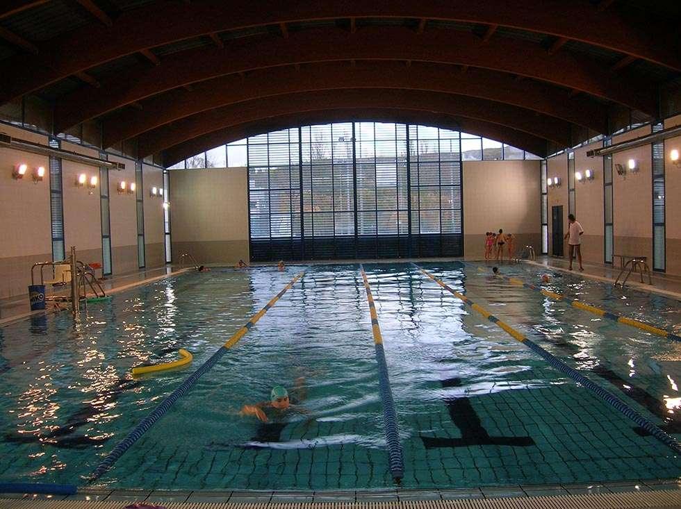 La piscina climatizada cierra temporada con usuarios for Piscina climatizada teruel