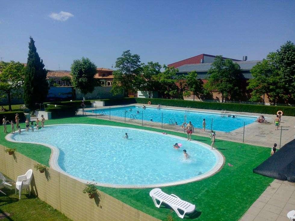 Exposici n ludoteca y piscina para el verano agrede o for Piscinas soria