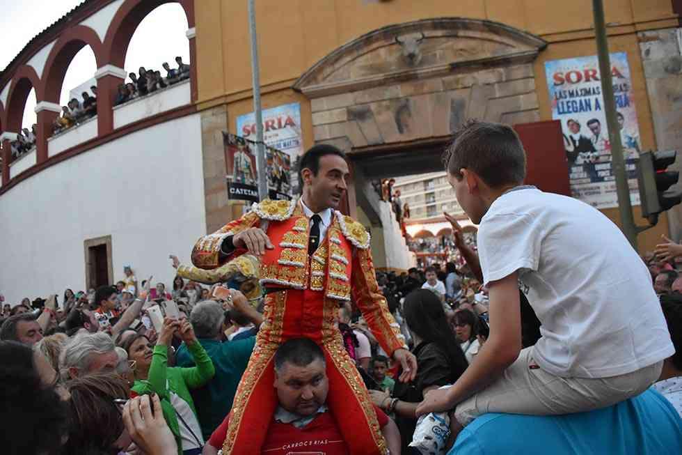 Enrique Ponce y Román abren la puerta grande