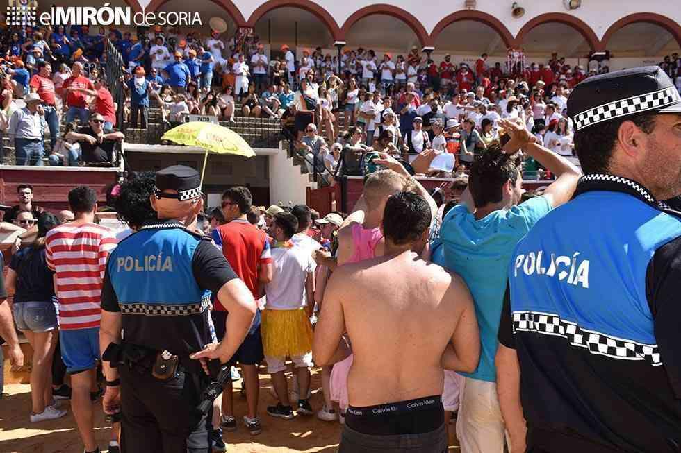 Dos jóvenes detenidos por los incidentes del Viernes de Toros