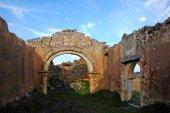Expolian dos capiteles románicos de la ermita de Boós