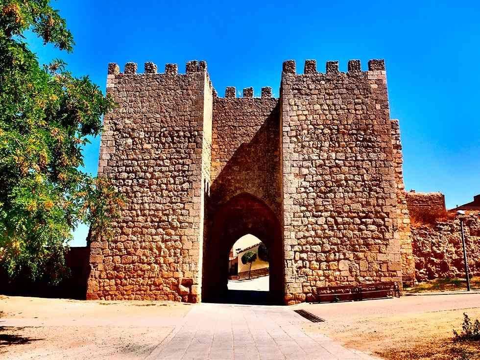 Aprobado el proyecto para restaurar la muralla de la puerta del Mercado