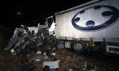 Fallecen dos camioneros en choque frontal en CL-101