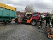 Conductor de 83 años choca con su vehículo con un tractor