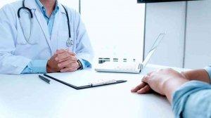 Los médicos rechazan que SACyL contrate licenciados sin especialización