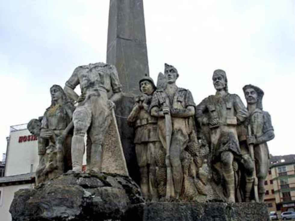 Aparece una década después la cabeza de la estatua del general Yagüe
