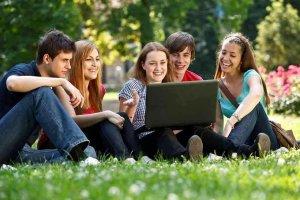 La Junta concede 661 becas a estudiantes universitarios