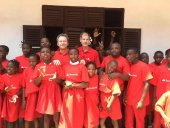 Antón reparte material deportivo en Guinea Ecuatorial