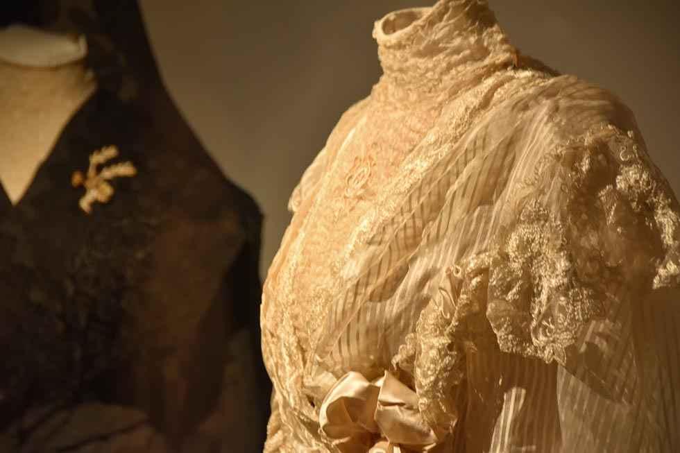 """""""A la gala de la buena novia"""", una mirada retrospectiva de la indumentaria nupcial"""