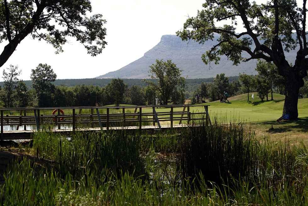 Junta extraordinaria del club de golf para informar venta de acciones