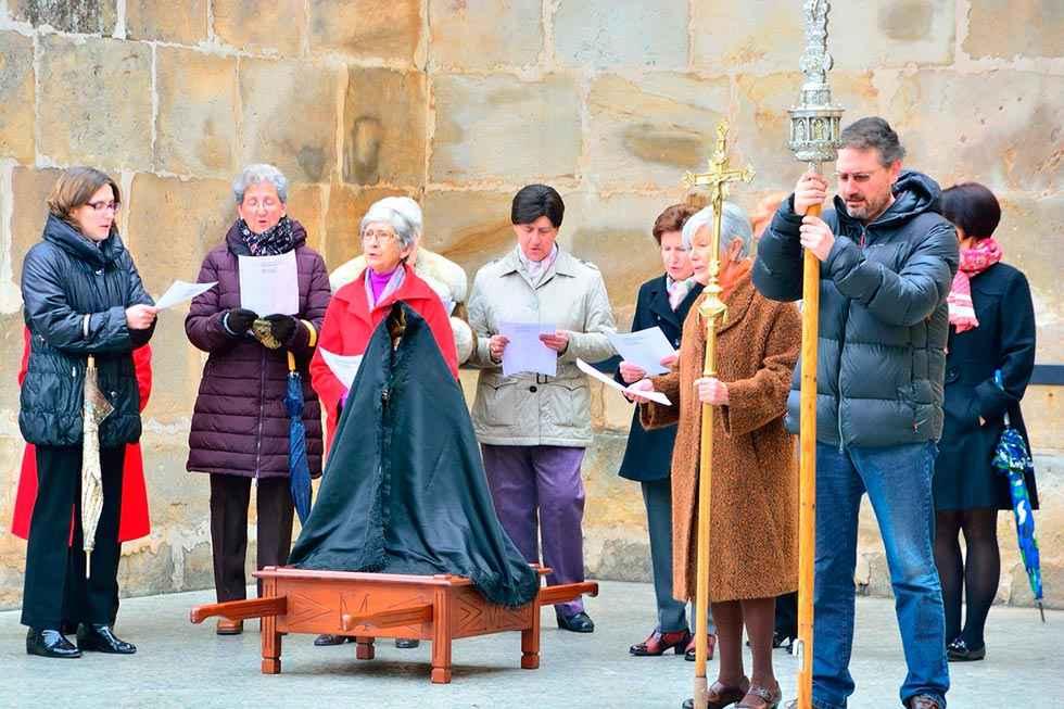 700 euros por retirar el manto a la Virgen en Duruelo
