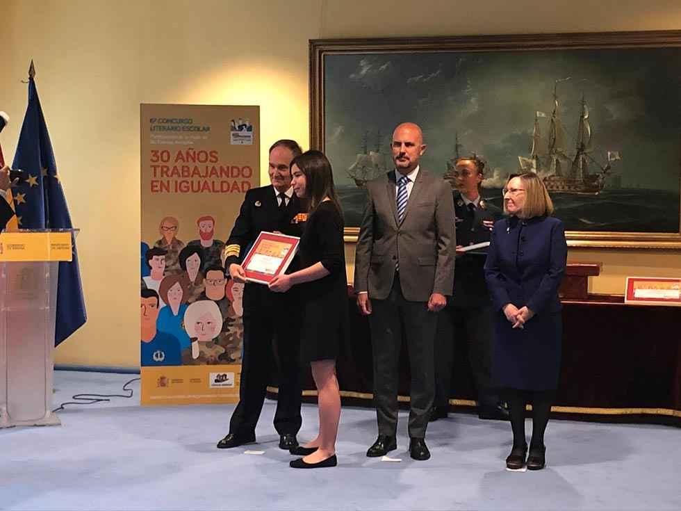 "Nerea López recoge premio nacional ""Carta a una militar española"""
