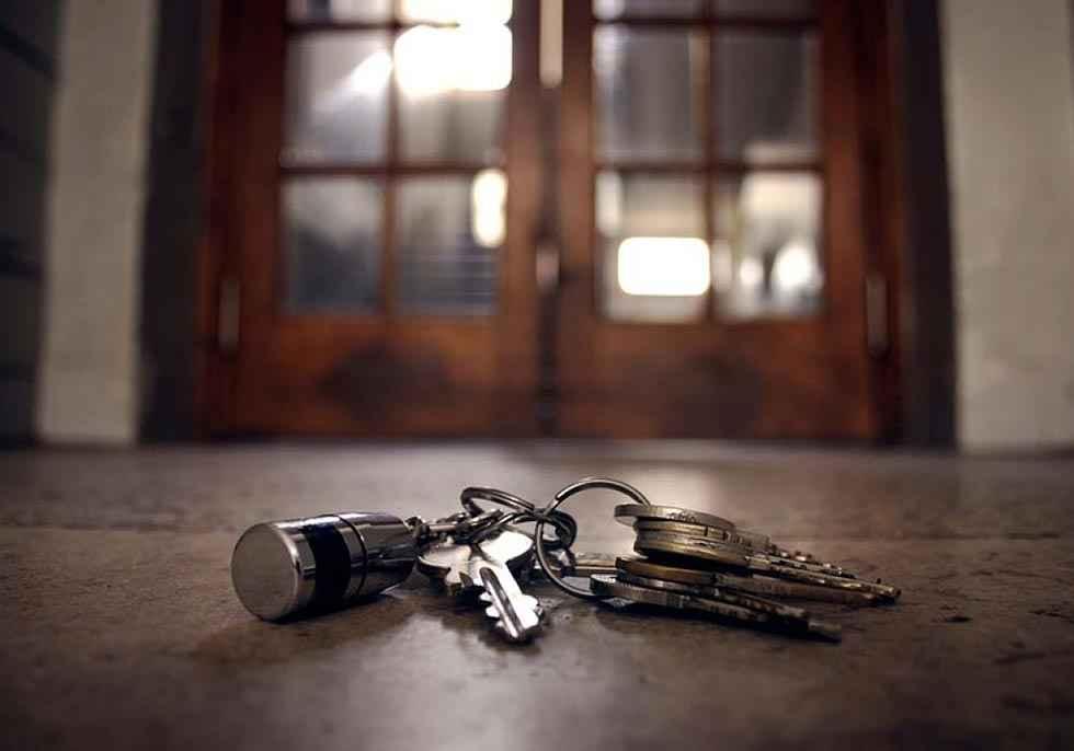 Roban objetos de una vivienda, tras sustraer la llave al dueño