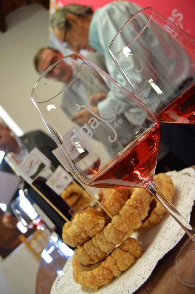 Formalizado el hermanamiento del Torrezno de Soria con vino Cigales