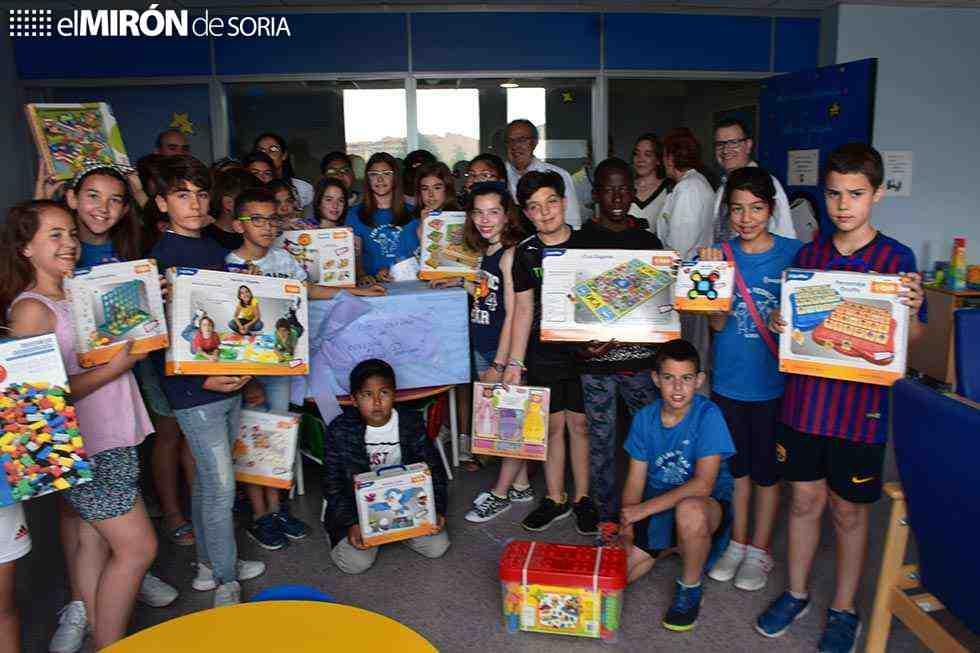 Escolares deLas Pedrizas donan material infantil al hospital Santa Bárbara