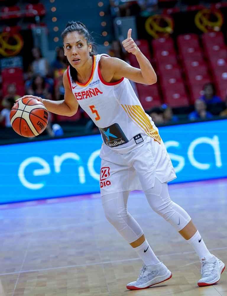 Borobia homenajea a la baloncestista Cristina Ouviña