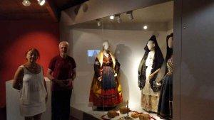 La conservadora del Museo del Traje del Ministerio de Cultura visita Morón de Almazán