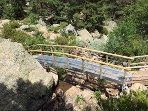 Nuevo puente en la cascada de la Laguna Negra