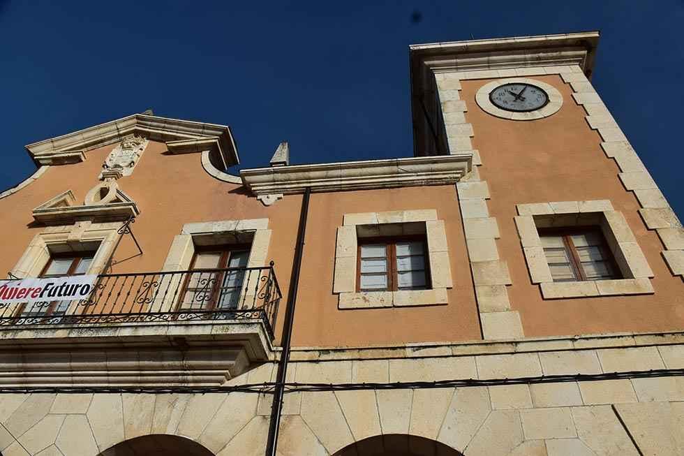 """Barcones acusa a Igea de nombrar a un """"cierra pueblos"""""""
