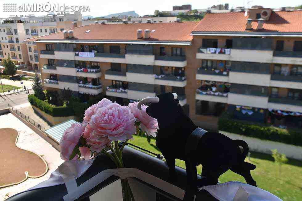 Los Pajaritos disfrutan del Catapán desde los balcones