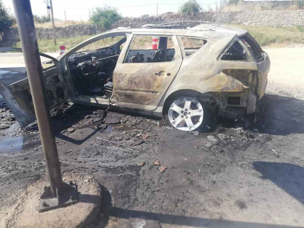 Incendiado vehículo en Barahona