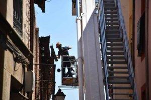 Caida de cascotes en la calle Zapatería