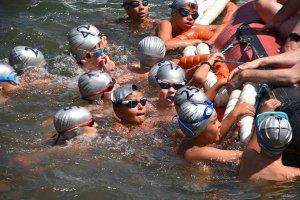 La última travesía a nado de la Laguna Negra - fotos