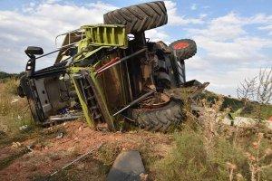 Accidente de cosechadora y tren - fotos